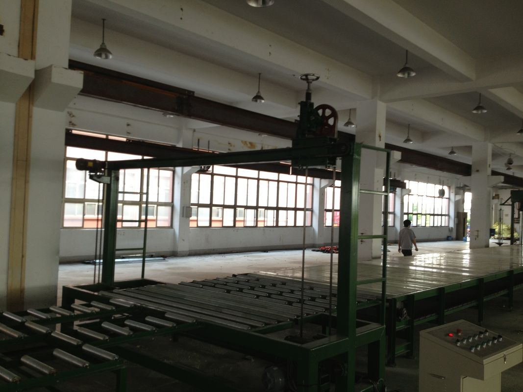 Multifunctional Low Pressure Foam Machine / Continous Sponge Making Line Automatic 200L / min